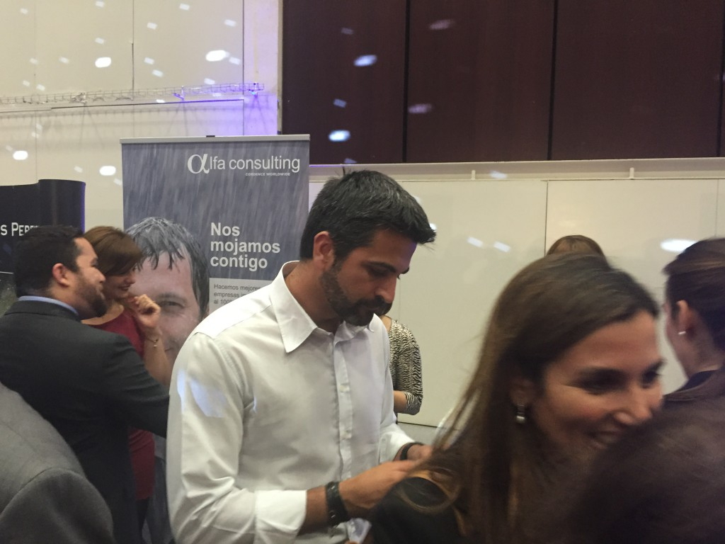 Alfa Consulting's booth at the E-Market was crowded with visitors.